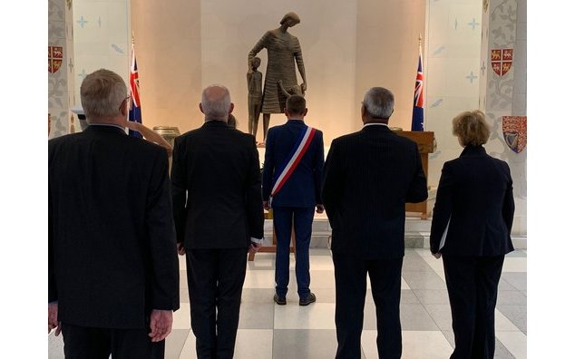 French officials pay tribute to the NZ soldier Charlie Hillman